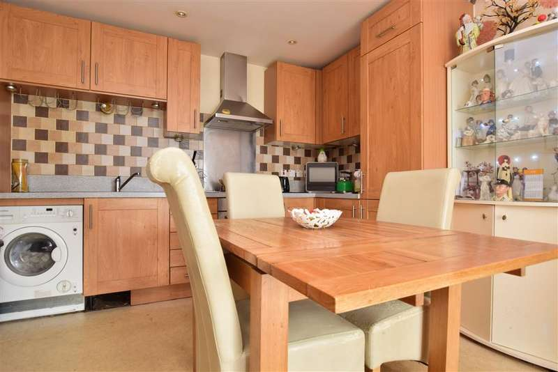 2 Bedrooms Apartment Flat for sale in Canalside, Redhill, Surrey