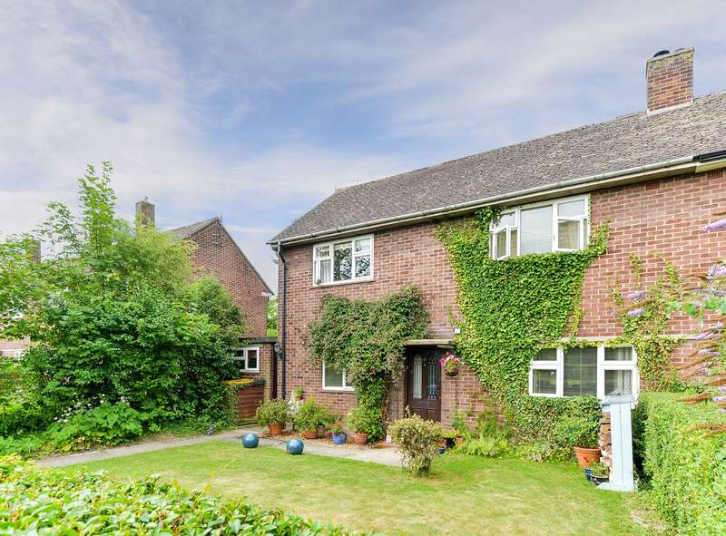 3 Bedrooms Semi Detached House for sale in Orchard Way, Royston, SG8