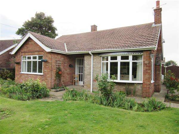 2 Bedrooms Detached Bungalow for sale in Brigg Road, Messingham, Scunthorpe