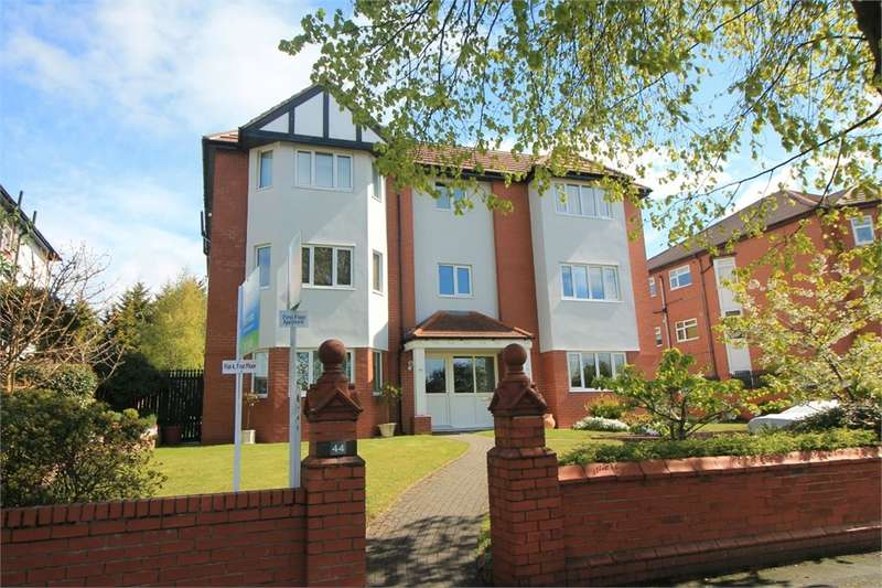 2 Bedrooms Flat for sale in Dowhills Road, Blundellsands, Merseyside