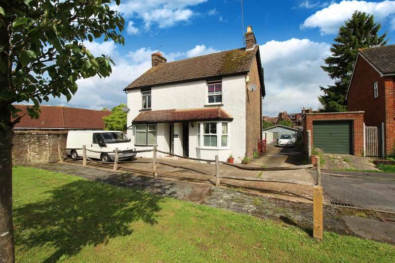 3 Bedrooms Semi Detached House for sale in Hardy Close, Horsham