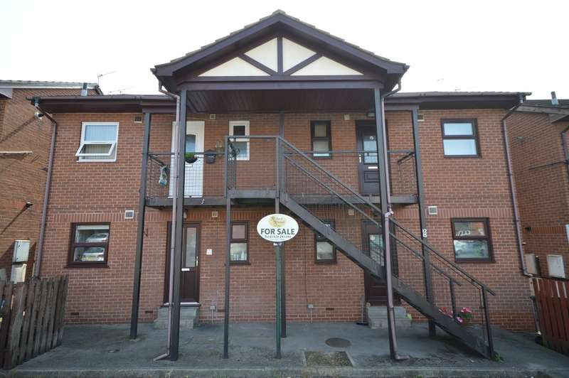 1 Bedroom Flat for sale in Cobham Parade, Leeds Road, Outwood, Wakefield