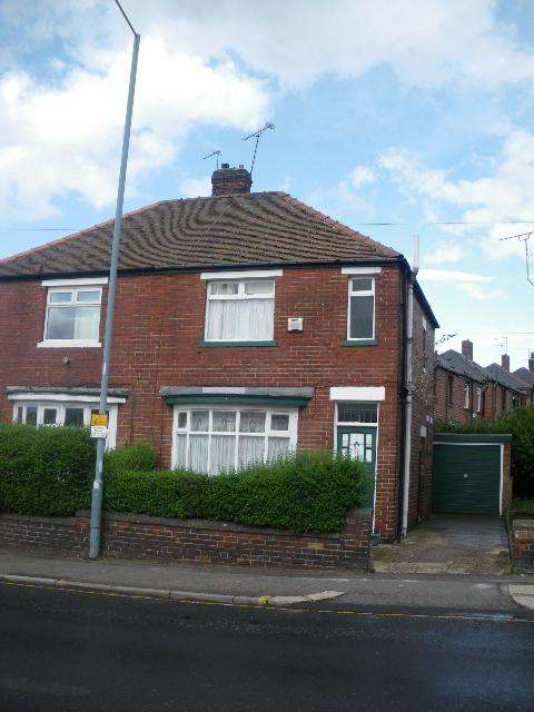 3 Bedrooms Semi Detached House for sale in Staniforth Road, Sheffield, S9 4RA