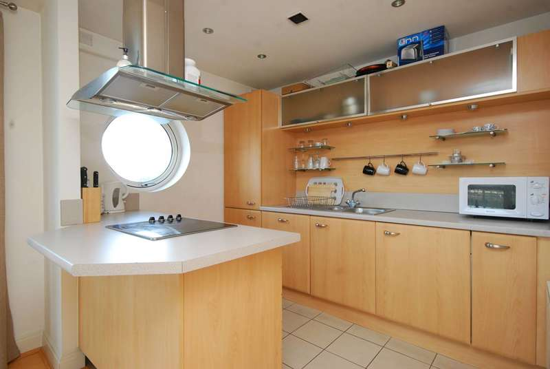 2 Bedrooms Flat for sale in Oyster Wharf, Battersea Square, SW11