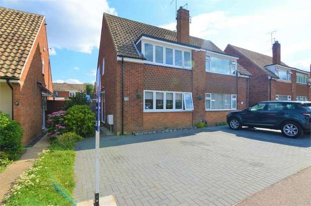 3 Bedrooms Semi Detached House for sale in Ousden Drive, Cheshunt, Hertfordshire