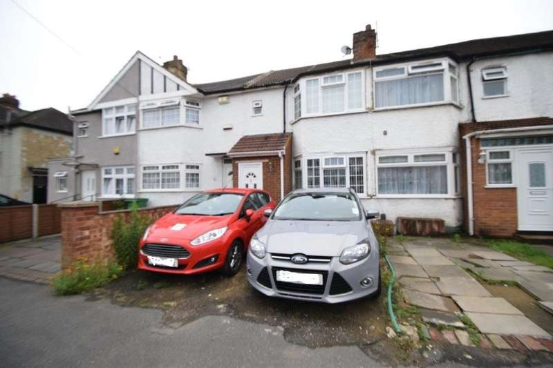 3 Bedrooms Terraced House for sale in Salt Hill Way, Slough, SL1