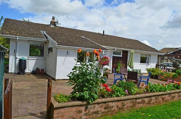 3 Bedrooms Detached Bungalow for sale in Walnut Square, Brecon, Powys