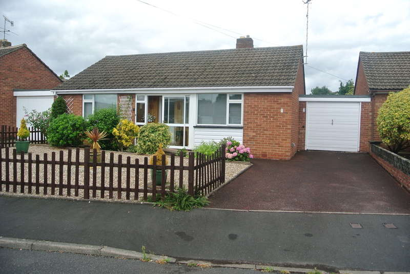 2 Bedrooms Detached Bungalow for sale in Foster Road, Evesham