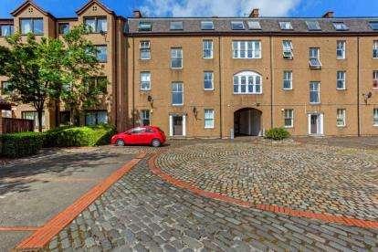 2 Bedrooms Flat for sale in Bell Street, Collegelands