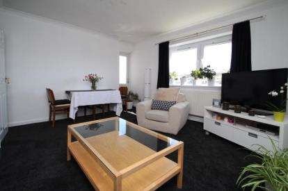 3 Bedrooms Flat for sale in Busbiehill Place, Kilmarnock