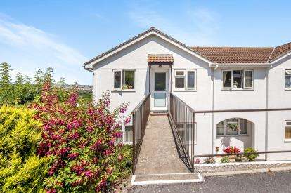 2 Bedrooms Flat for sale in Hookhills Road, Paignton, Devon