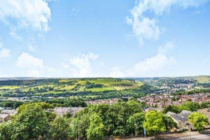 3 Bedrooms Terraced House for sale in Burnley Road, Halifax, West Yorkshire