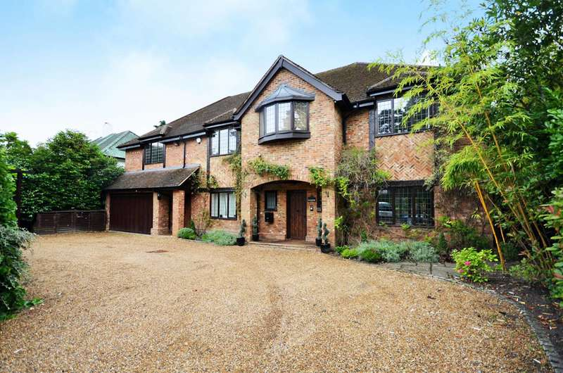 6 Bedrooms Detached House for sale in Woodham Waye, Woking, GU21