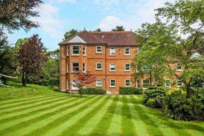 2 Bedrooms Flat for sale in Mead Road, Winchester, Hampshire