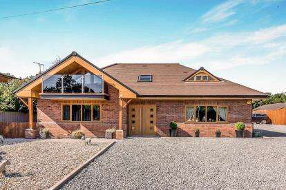 4 Bedrooms Bungalow for sale in Croft Lane, Gailey, Stafford, Staffordshire