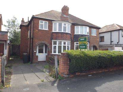 3 Bedrooms Semi Detached House for sale in Alton Avenue, Willenhall, West Midlands