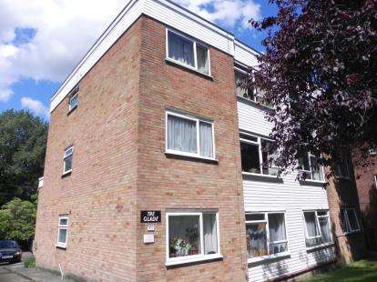 2 Bedrooms Flat for sale in The Glade, Finchley Park, London