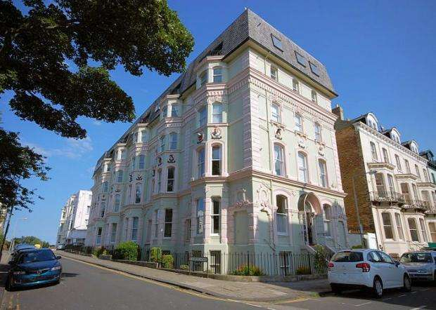 2 Bedrooms Apartment Flat for sale in St Martins Avenue, Scarborough, North Yorkshire YO11 2DA