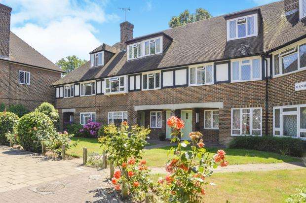 3 Bedrooms Maisonette Flat for sale in Station Approach, Hinchley Wood, Esher