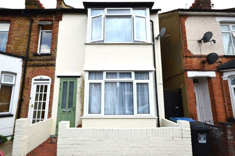 3 Bedrooms Property for sale in Harwoods Road, Watford, WD18