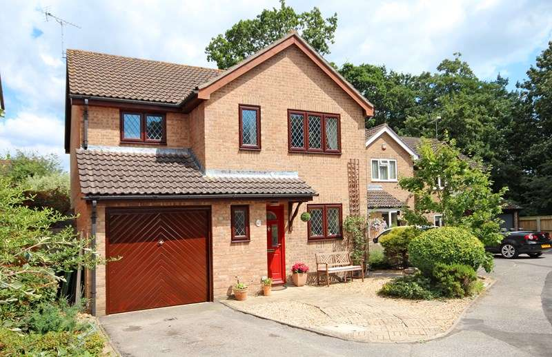 4 Bedrooms Detached House for sale in Hartsbourne Drive, Castledean, Bournemouth