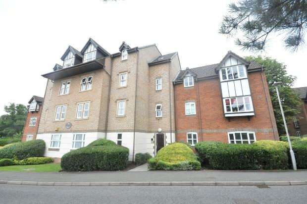 2 Bedrooms Flat for sale in Ashdown House, Rembrandt Way, Reading