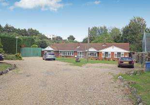 5 Bedrooms Bungalow for sale in Otterham Quay Lane, Upchurch, Rainham, Kent