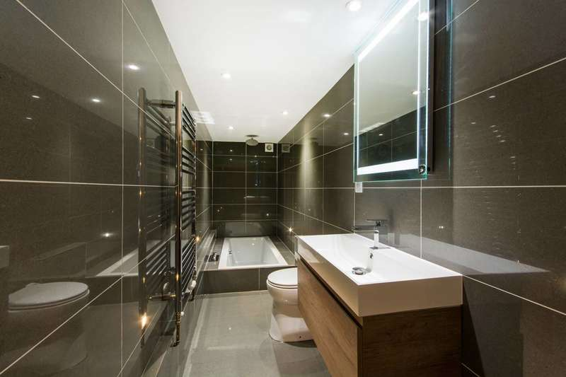 2 Bedrooms Flat for sale in Gleneagle Road, Streatham, SW16