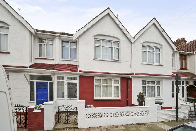 4 Bedrooms Terraced House for sale in BOREHAM ROAD, LONDON, London, N22