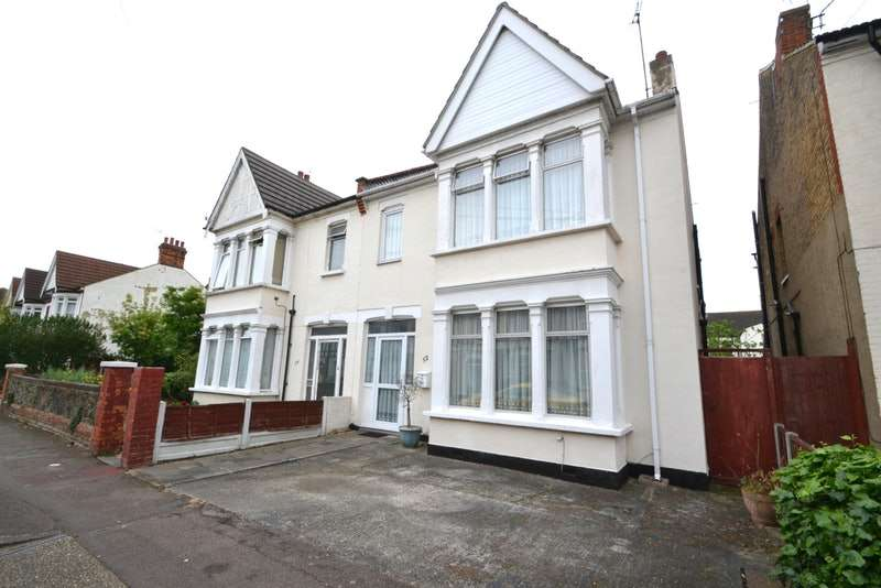 4 Bedrooms Semi Detached House for sale in Elderton Road, Westcliff on Sea, Essex, SS0
