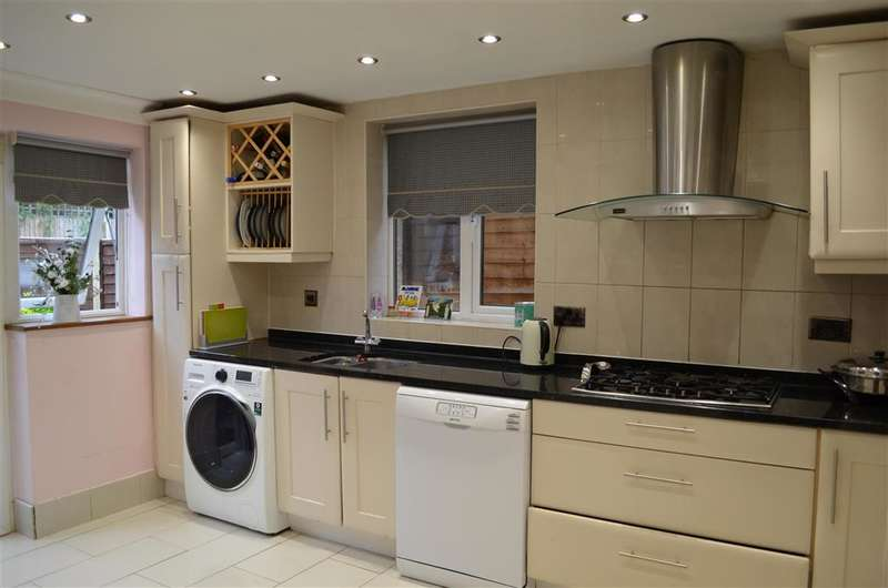 3 Bedrooms Detached House for sale in Rowland Crescent, Chigwell, Essex