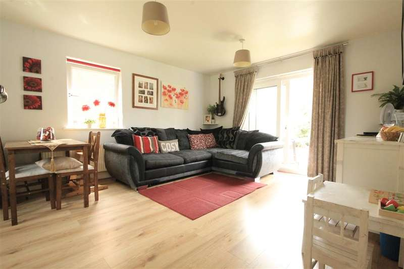 2 Bedrooms Apartment Flat for sale in Burrage Road, Redhill, Surrey