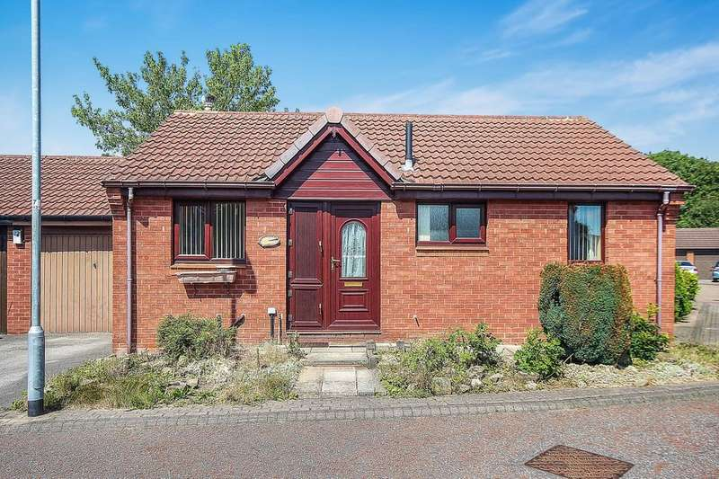 2 Bedrooms Detached Bungalow for sale in High Bank Approach, Leeds, LS15