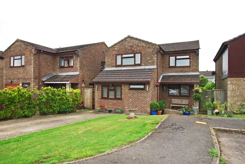 4 Bedrooms Detached House for sale in Oakengrove Road, Hazlemere, HP15