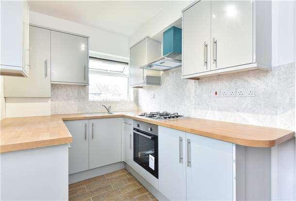 3 Bedrooms Maisonette Flat for sale in Carlingford Gardens, MITCHAM, Surrey, CR4