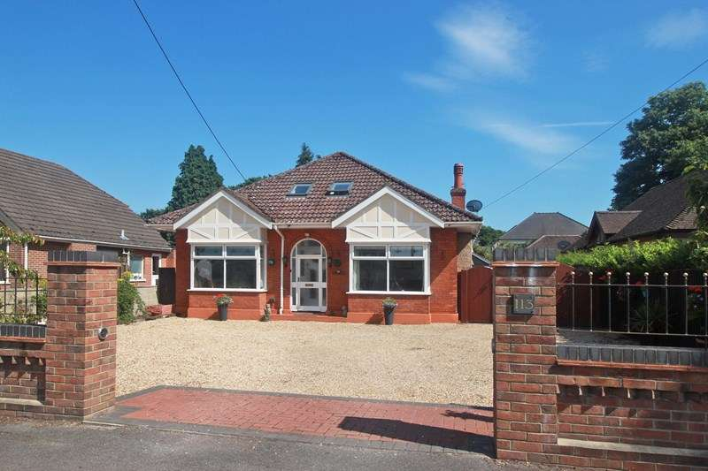 4 Bedrooms Detached Bungalow for sale in The Grove, CHRISTCHURCH