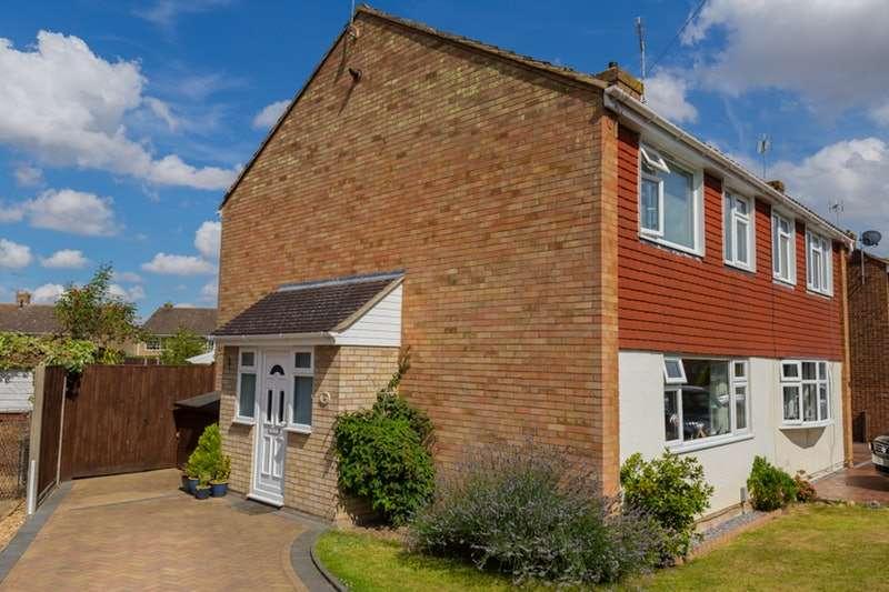 3 Bedrooms Semi Detached House for sale in Marlborough Way, Ashford, Kent, TN24