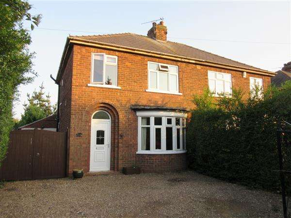 3 Bedrooms Semi Detached House for sale in Manor Road, Scunthorpe