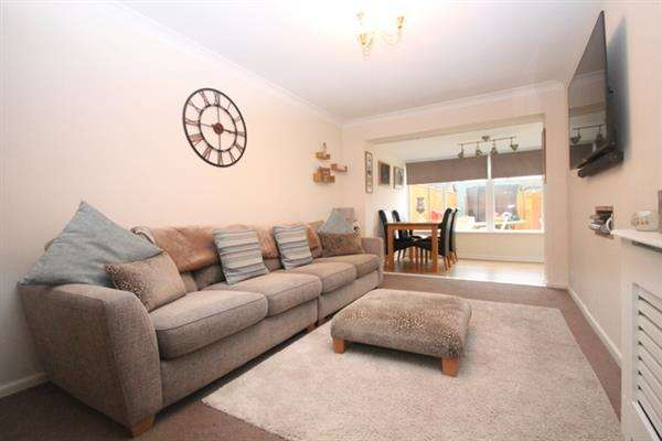 2 Bedrooms Bungalow for sale in Sladburys Lane, Holland on Sea