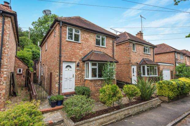 3 Bedrooms Detached House for sale in Godalming, Surrey