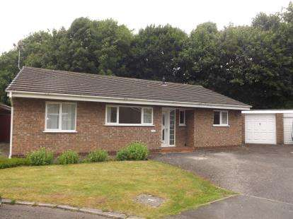 3 Bedrooms Bungalow for sale in Stonecrop Close, Birchwood, Warrington, Cheshire