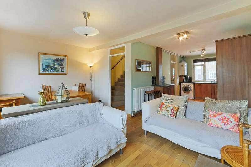 3 Bedrooms Flat for sale in Harold House, Mace Street, London E2