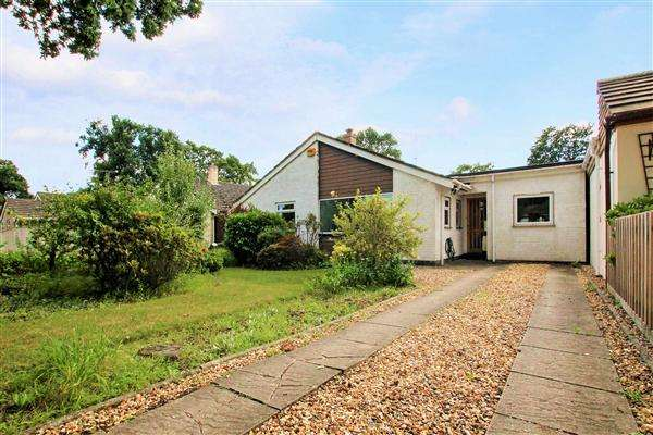 4 Bedrooms Bungalow for sale in Wiltshire Road, Bransgore, Christchurch