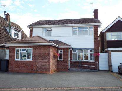 4 Bedrooms Detached House for sale in Finch Close, Western Park, Leicester, Leicestershire