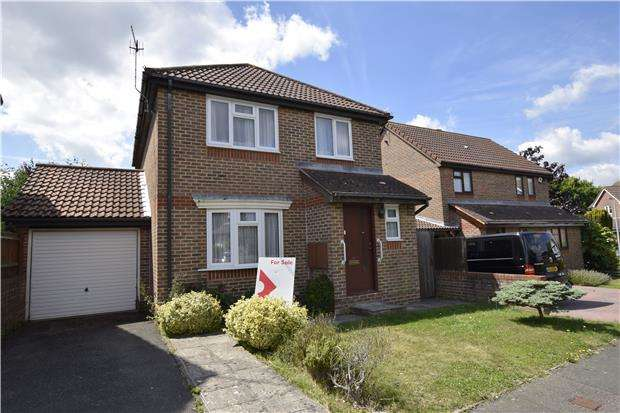 3 Bedrooms Detached House for sale in Constable Way, BEXHILL-ON-SEA, East Sussex, TN40 2UH