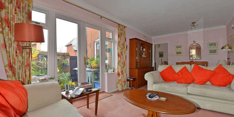 2 Bedrooms Semi Detached House for sale in Kings Road, Burnham-on-Crouch