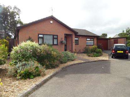3 Bedrooms Bungalow for sale in Parkstone, Dorset