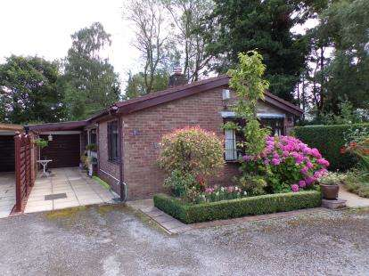 3 Bedrooms Bungalow for sale in Hazelbadge Close, Poynton, Stockport, Cheshire