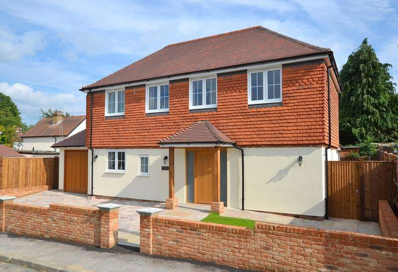 3 Bedrooms Detached House for sale in Effingham
