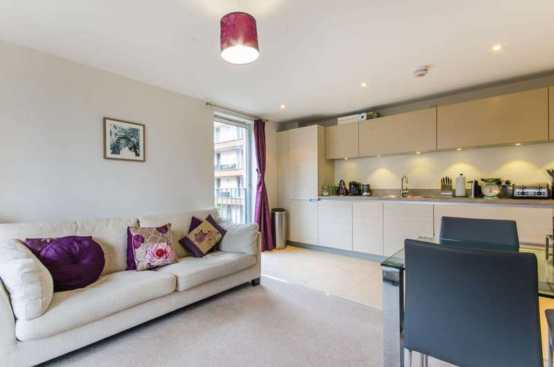 2 Bedrooms Flat for sale in Robertson Road, Docklands, E16